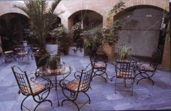 Cordoba: patio hotel